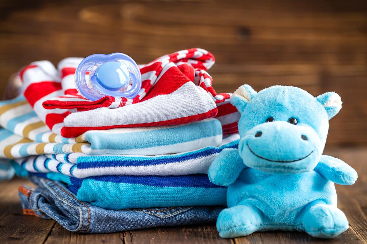 Ao visitar um recém-nascido, a roupinha para o bebê é sempre uma dúvida. Veja dicas para não errar e parabenizar os pais pela chegada do filho.