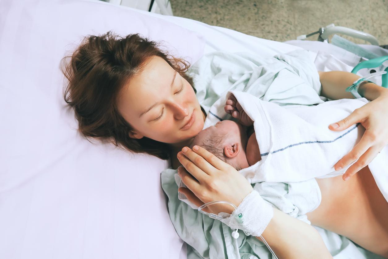 Muitas mulheres têm medo do parto natural, mas também não gostariam de passar por uma cirurgia como a cesariana. Saiba mais sobre os tipos de parto.