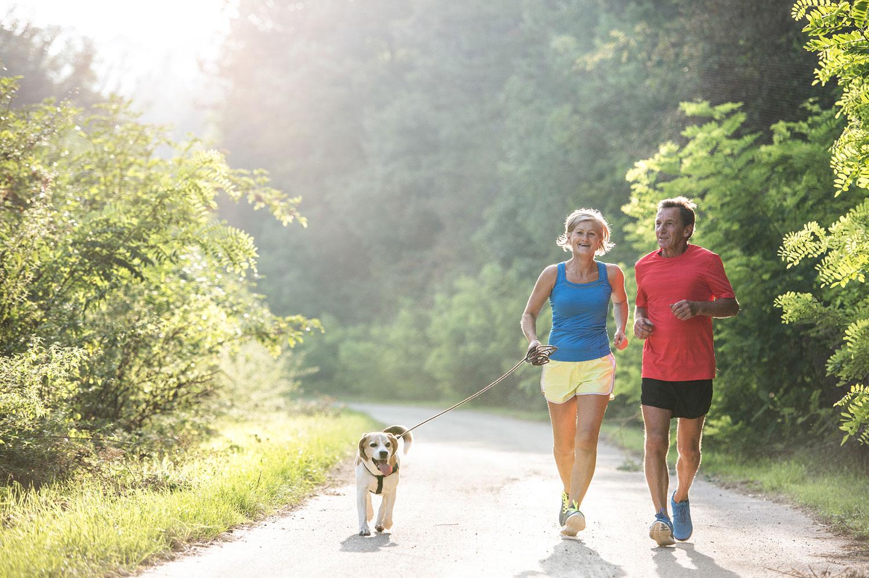 Praticar exercícios ao ar livre é uma maneira de aproveitar as férias e começar a praticar atividade física. Veja dicas para curtir e melhorar a sua saúde.