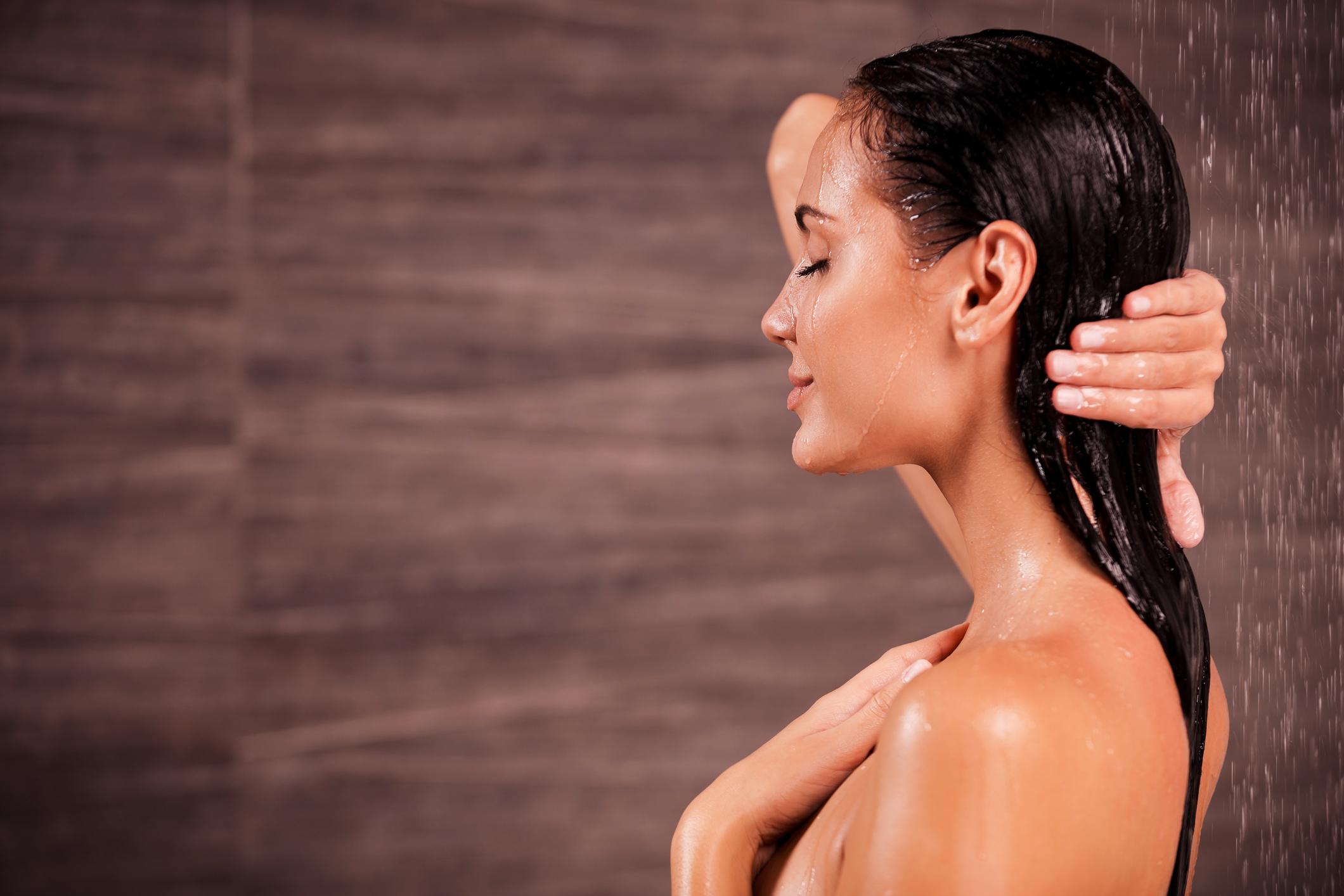 Manter o cabelo hidratado é um desafio para muitas mulheres. O desgaste no dia a dia danifica os fios. Veja dicas para melhorar a saúde do cabelo!