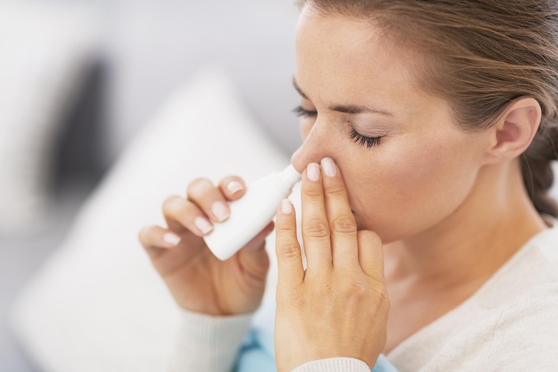 Em condições ambientais extremas, tais como baixa umidade relativa do ar, são importantes os cuidados com o ressecamento nasal.