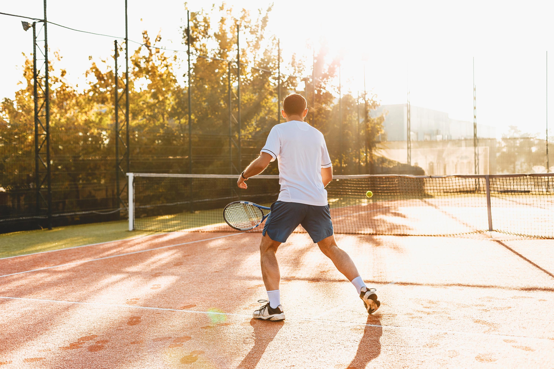 Muitas vezes, os atletas de fim de semana exageram na atividade física em busca de resultados mais rápidos, sem o fortalecimento prévio da musculatura.
