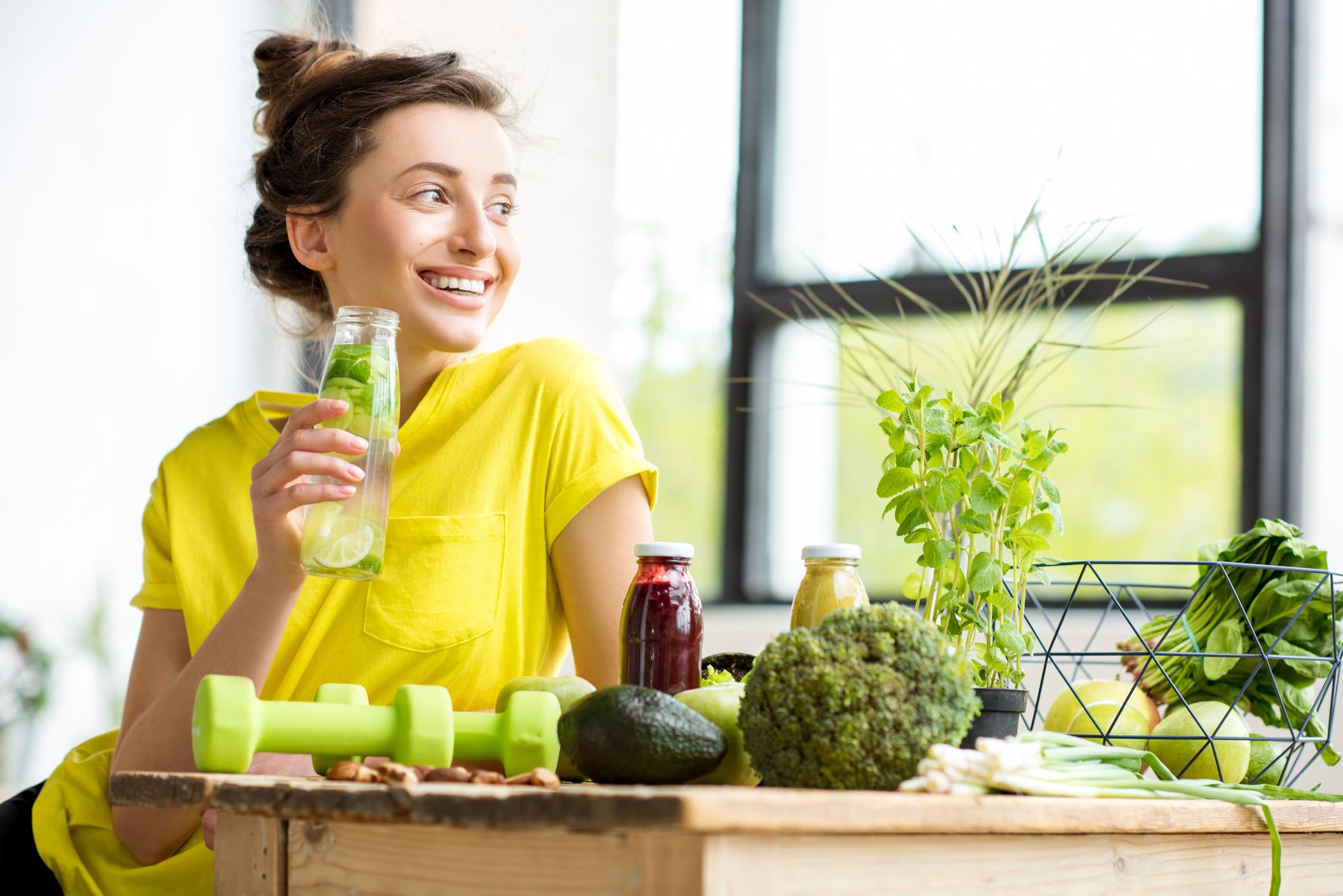 O ideal é montar um cardápio de alimentos mais leves e frescos para que comer bem e se sentir melhor ainda com uma alimentação saudável.