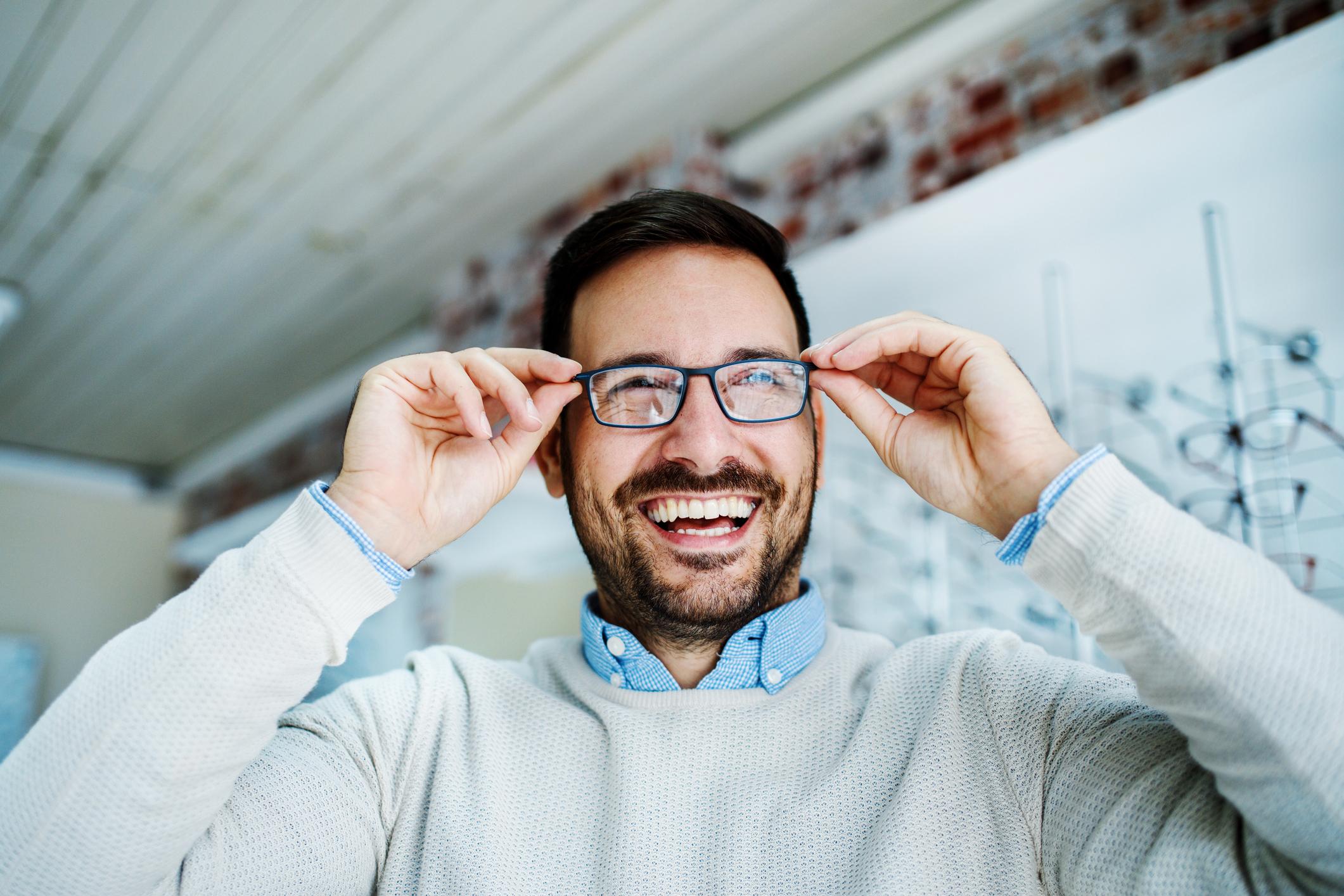 O estrabismo é caracterizado por problemas nos músculos que controlam os movimentos oculares. O estrabismo atinge de 2 a 5% das crianças.