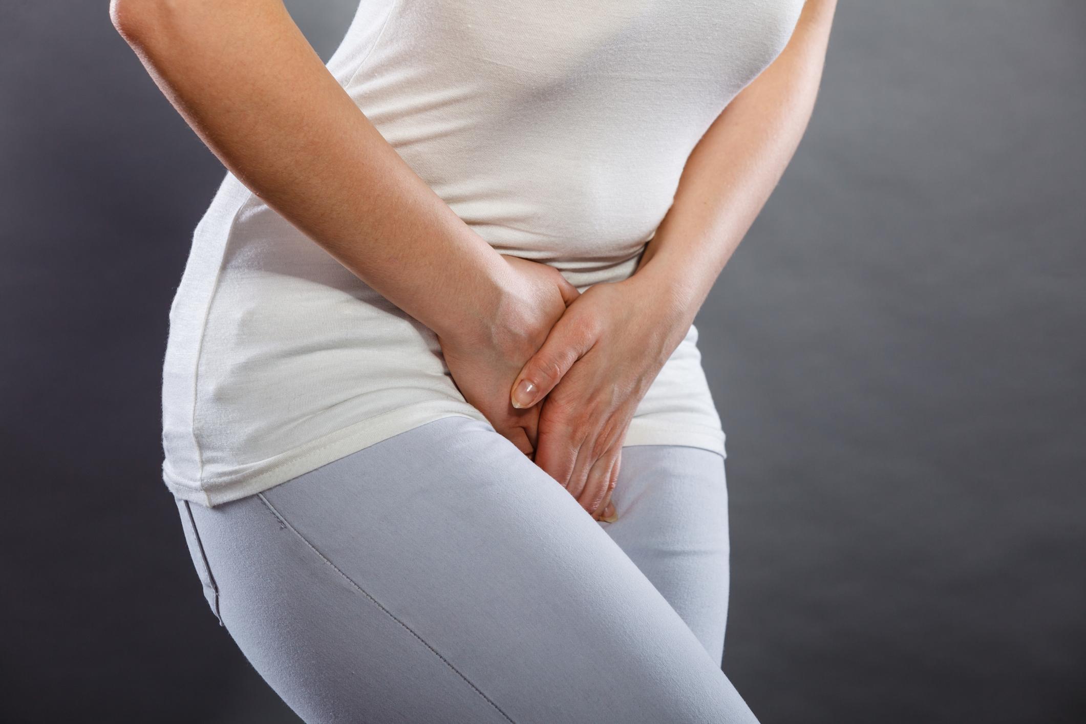Quando se fala em infecções urinárias, logo nos vem à cabeça a saúde feminina. Isso se deve à anatomia feminina: uretra mais curta e mais próxima do ânus.